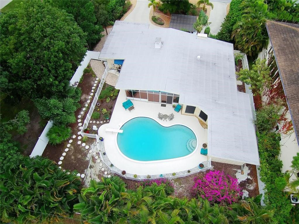 Aerial - Single Family Home for sale at 308 Bayshore Dr, Venice, FL 34285 - MLS Number is N6103319