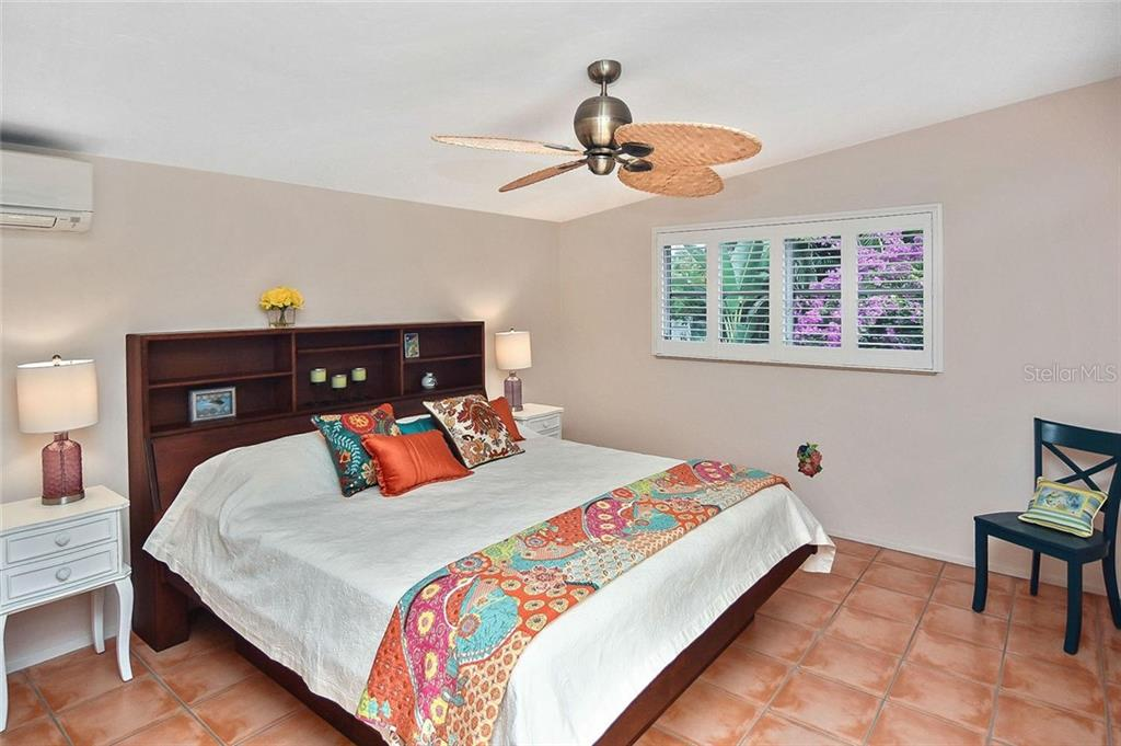 Master Bedroom with sliders out to pool area. - Single Family Home for sale at 308 Bayshore Dr, Venice, FL 34285 - MLS Number is N6103319