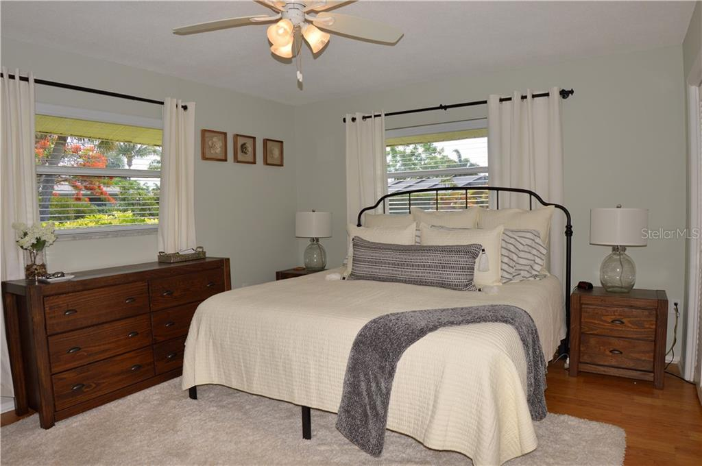 Master bedroom - Single Family Home for sale at 400 Park Lane Dr, Venice, FL 34285 - MLS Number is N6103786