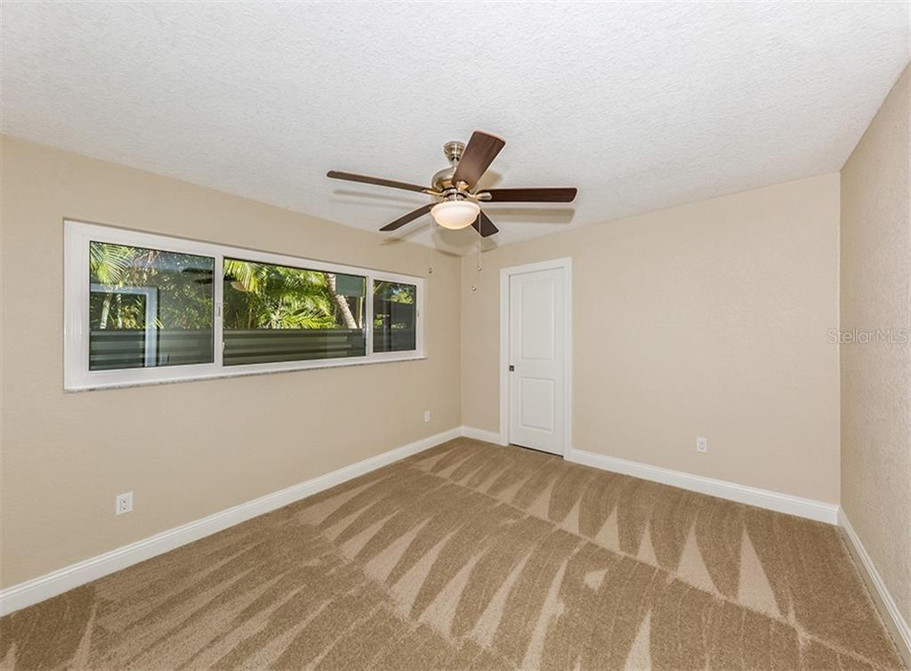 Bedroom 2 with bathroom - Single Family Home for sale at 425 Harbor Dr S, Venice, FL 34285 - MLS Number is N6103861