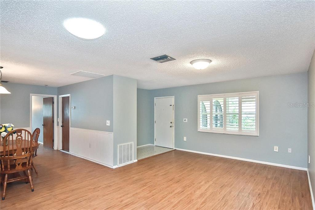 Living room, dining room, foyer - Single Family Home for sale at 1139 Ketch Ln, Venice, FL 34285 - MLS Number is N6105656