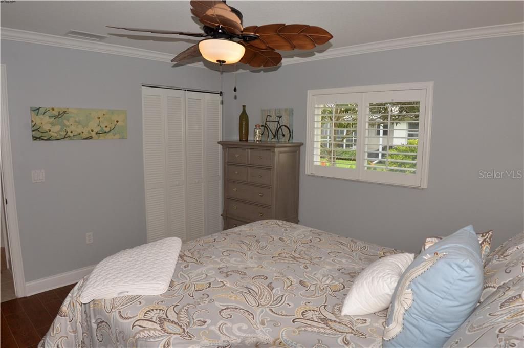 Bedroom 2 - Single Family Home for sale at 537 Lake Of The Woods Dr, Venice, FL 34293 - MLS Number is N6106043