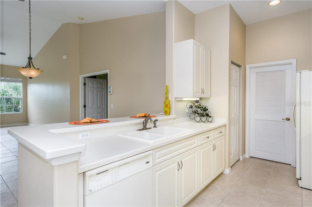 Under Cabinet Lighting - Condo for sale at 1910 Triano Cir #1910, Venice, FL 34292 - MLS Number is N6106332