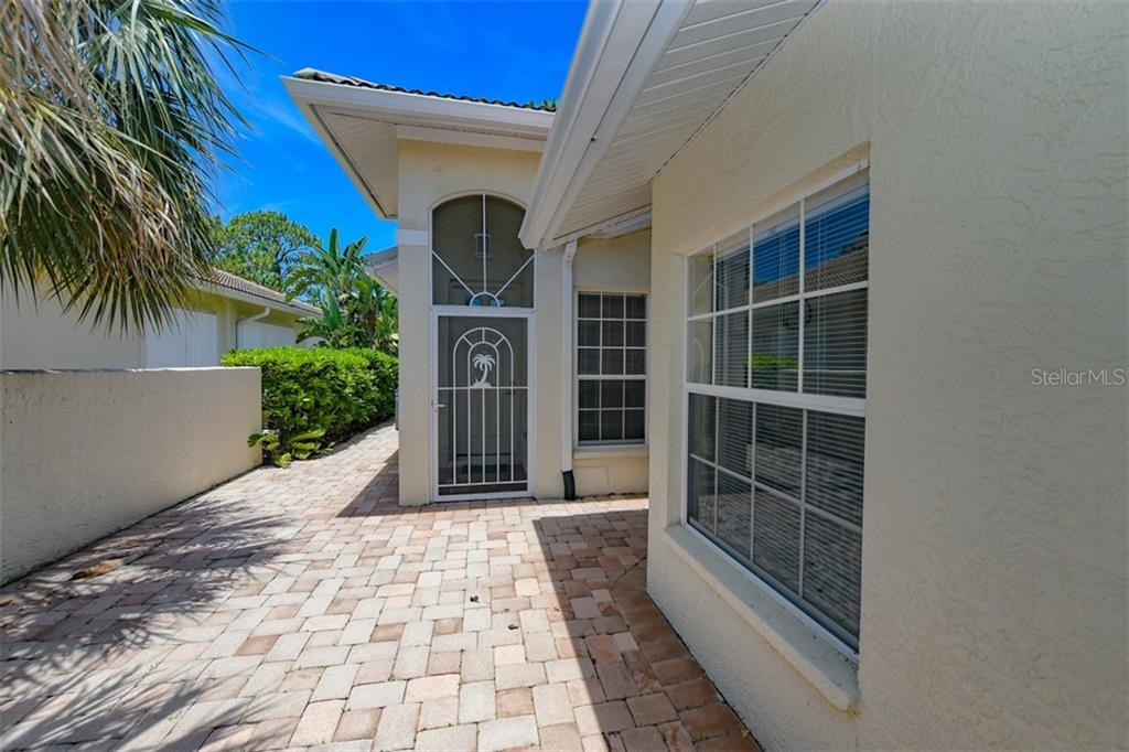 HOA - Villa for sale at 123 Auburn Woods Cir, Venice, FL 34292 - MLS Number is N6106413