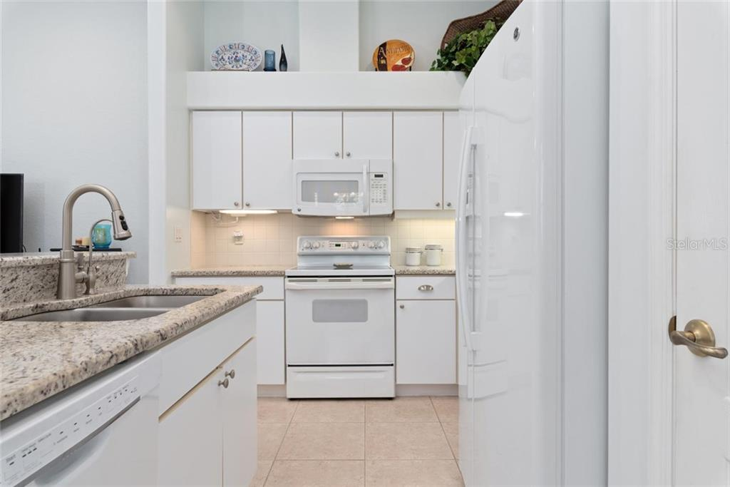 Kitchen - Villa for sale at 1708 Fountain View Cir, Venice, FL 34292 - MLS Number is N6106422
