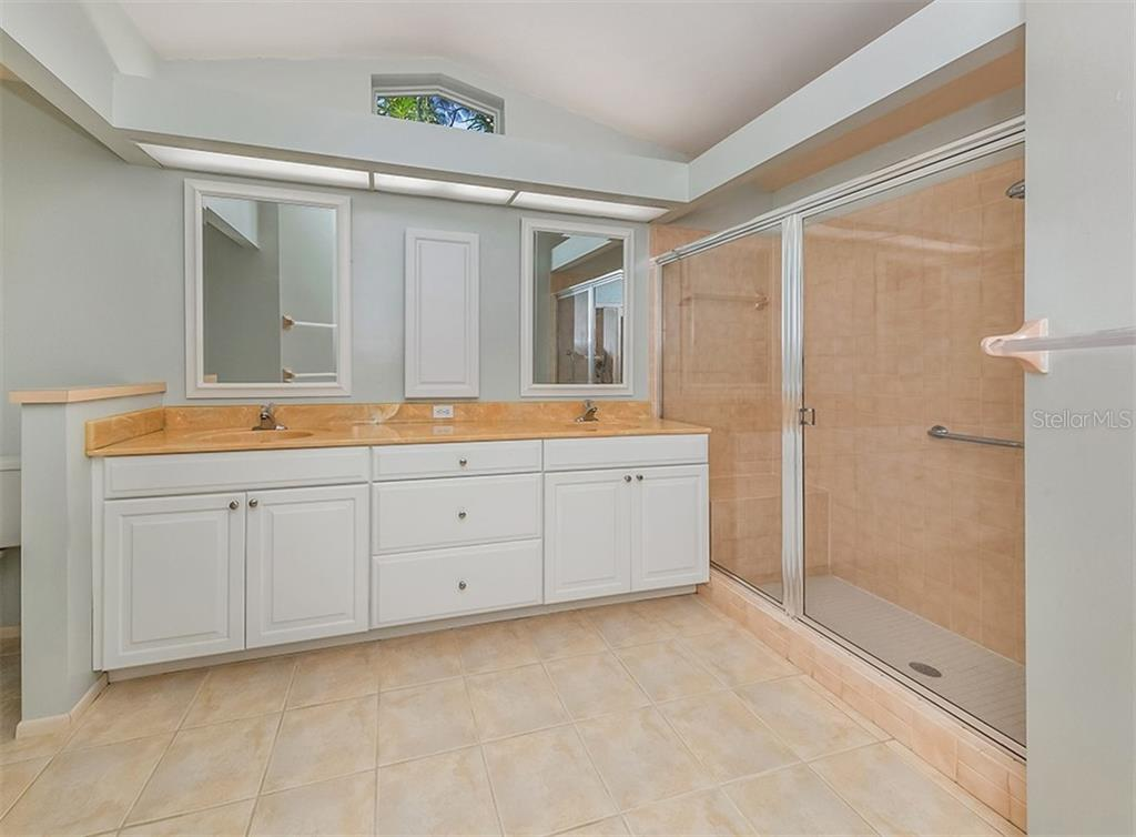 Master bath - Single Family Home for sale at 4822 Limetree Ln, Venice, FL 34293 - MLS Number is N6106780
