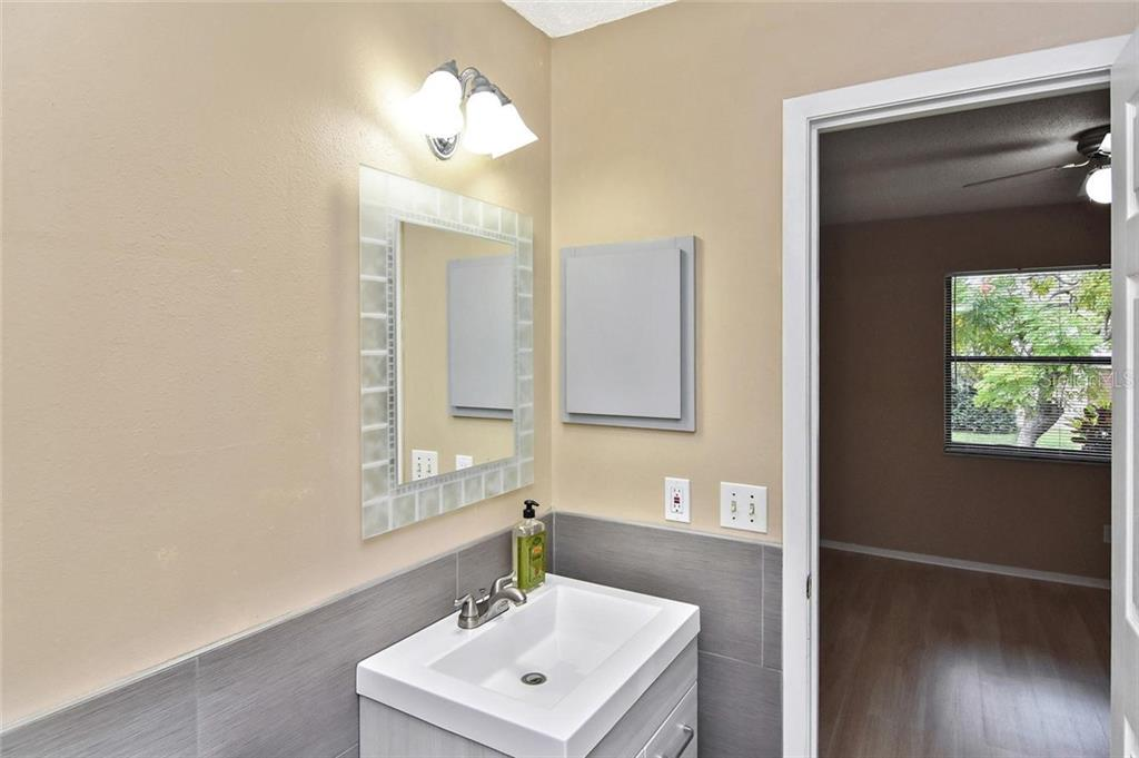 2nd Bathroom - Single Family Home for sale at 5681 Hale Rd, Venice, FL 34293 - MLS Number is N6107822