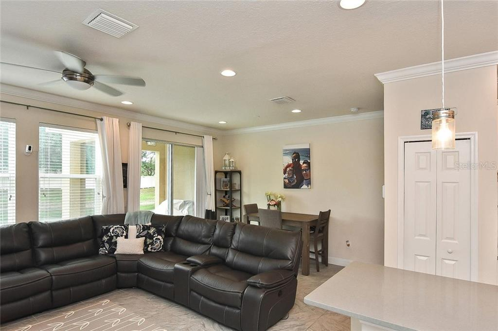 Living room, dining area - Townhouse for sale at 10713 Avery Park Dr, Riverview, FL 33578 - MLS Number is N6107928