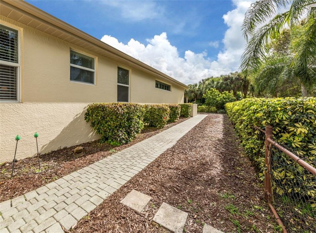 Fenced dog run - Single Family Home for sale at 774 Vanderbilt Dr, Nokomis, FL 34275 - MLS Number is N6108524
