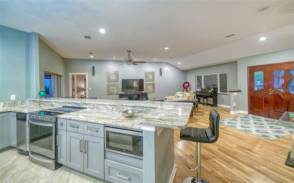 Kitchen, living room - Single Family Home for sale at 925 Bayshore Rd, Nokomis, FL 34275 - MLS Number is N6108586