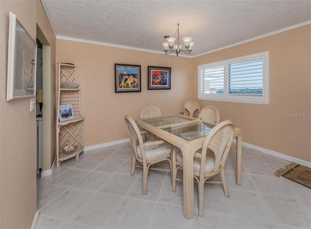 Dining area - Condo for sale at 555 The Esplanade N #1004, Venice, FL 34285 - MLS Number is N6109326