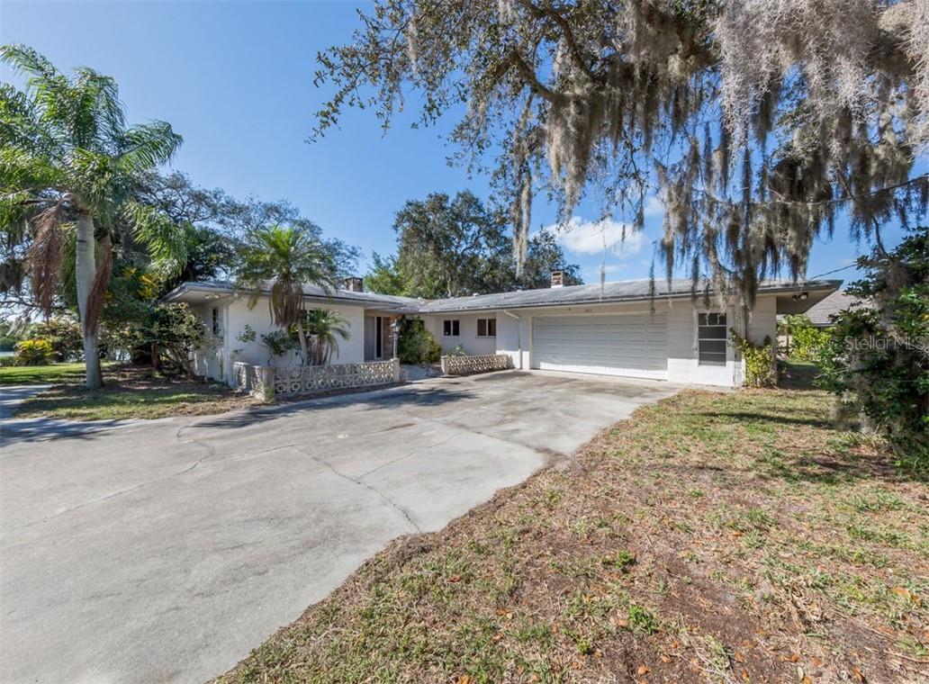 Front elevation - Single Family Home for sale at 915 Bayshore Rd, Nokomis, FL 34275 - MLS Number is N6109471