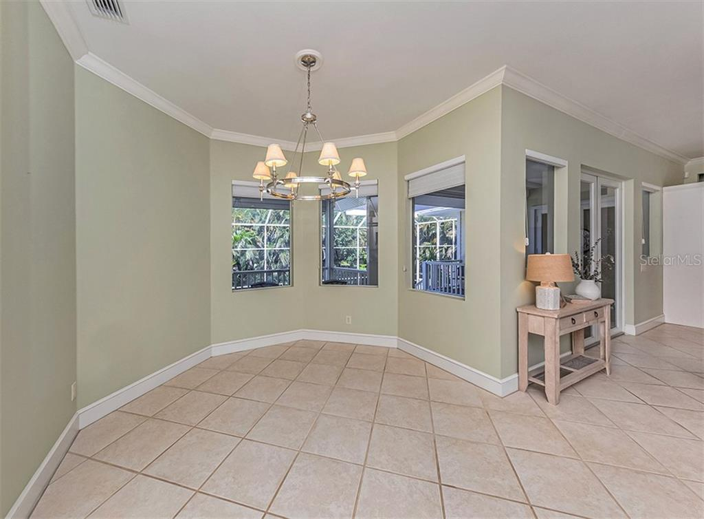 Dine casually in the breakfast nook adjoing the kitchen and living room. - Single Family Home for sale at 727 Eagle Point Dr, Venice, FL 34285 - MLS Number is N6110087