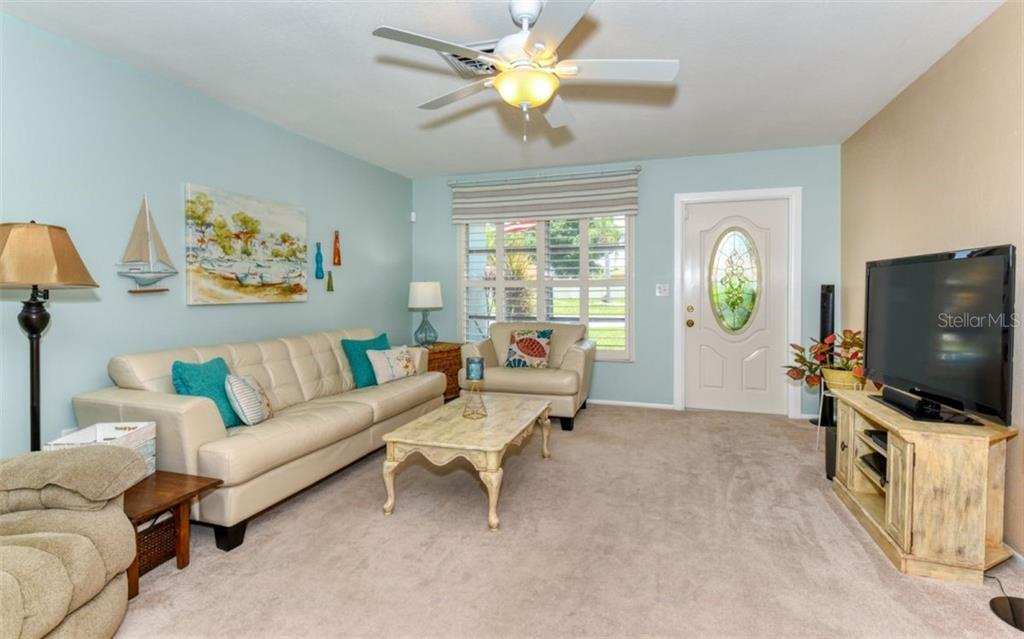 Living room - Single Family Home for sale at 404 Gulf Breeze Blvd, Venice, FL 34293 - MLS Number is N6110481