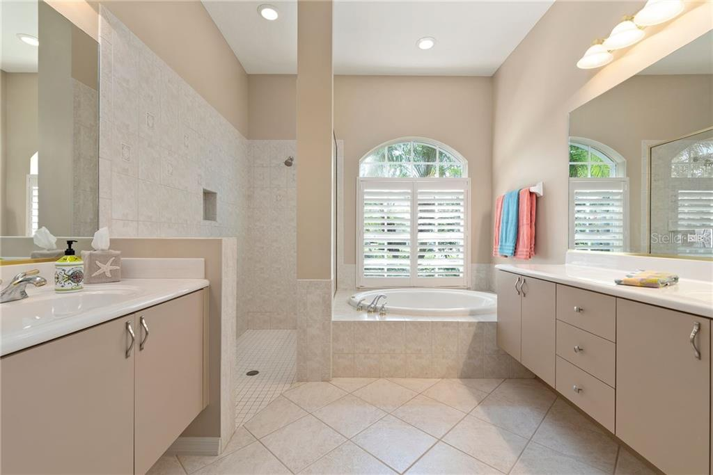 Master bathroom - Single Family Home for sale at 953 Chickadee Dr, Venice, FL 34285 - MLS Number is N6111180