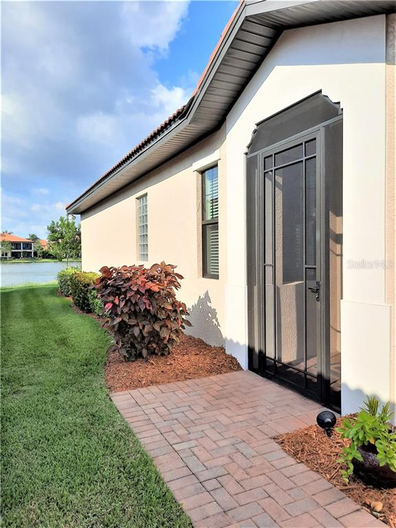Side entry - Single Family Home for sale at 10424 Crooked Creek Dr, Venice, FL 34293 - MLS Number is N6112285