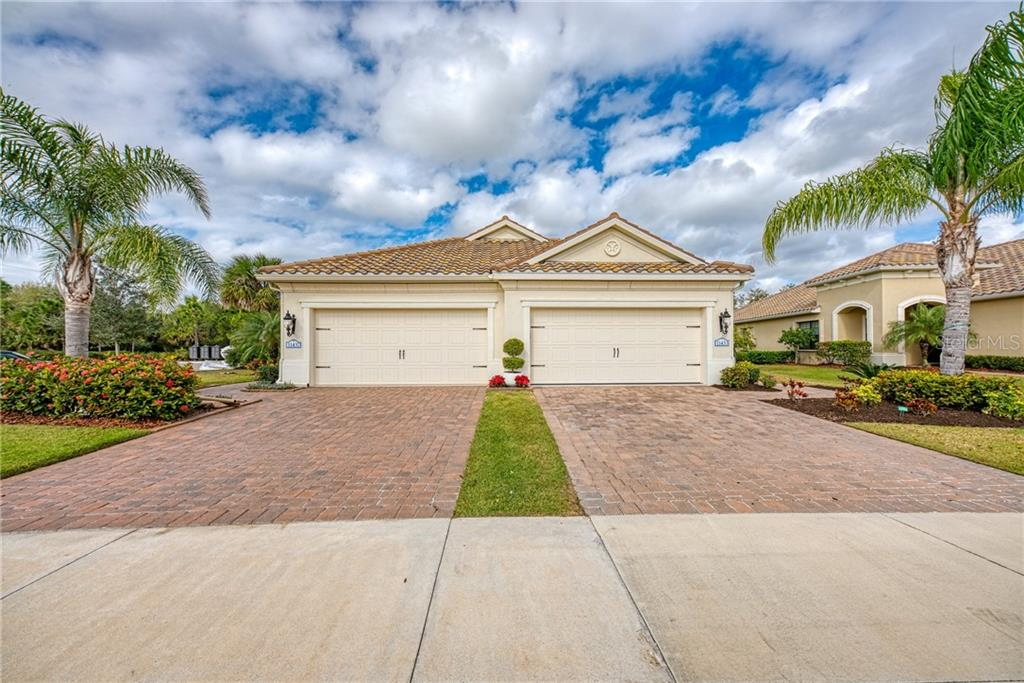 Villa front - Villa for sale at 11433 Okaloosa Dr, Venice, FL 34293 - MLS Number is N6113314