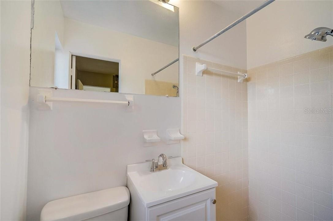 Bathroom - Single Family Home for sale at 552 Sheridan Dr, Venice, FL 34293 - MLS Number is N6114525