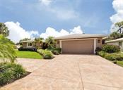 Front - Single Family Home for sale at 925 Harbor Dr S, Venice, FL 34285 - MLS Number is N5913682