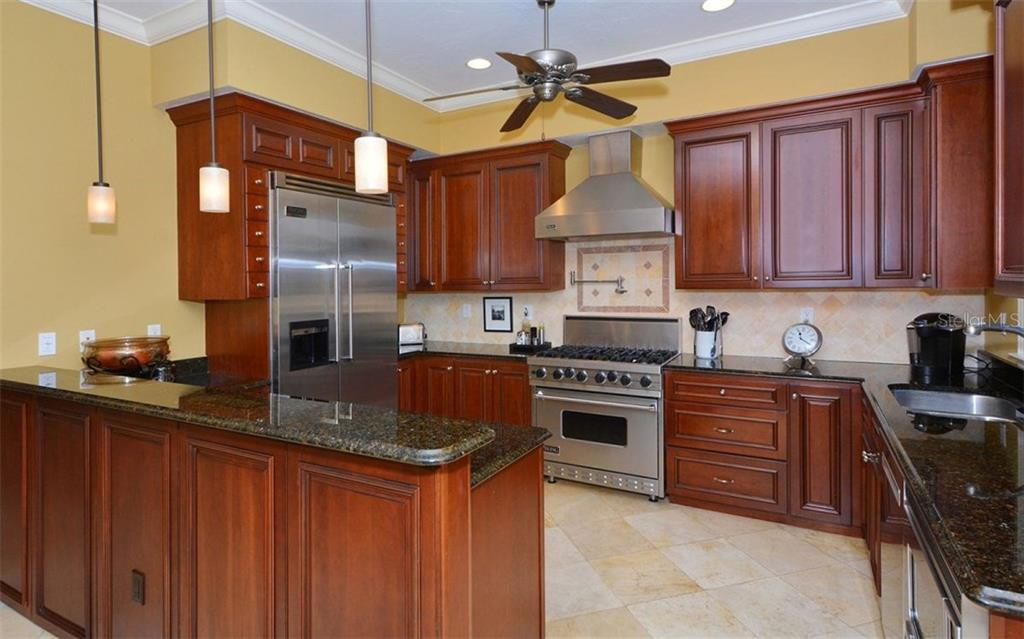 Additional photo for property listing at 1526 Selby Ln #2  Sarasota, Florida,34236 United States