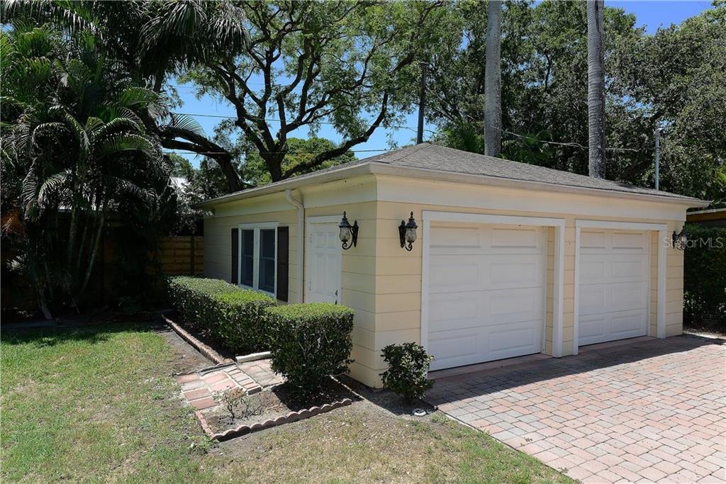 Garage With Extra Storage   Single Family Home For Sale At 1950 Alta Vista  St,