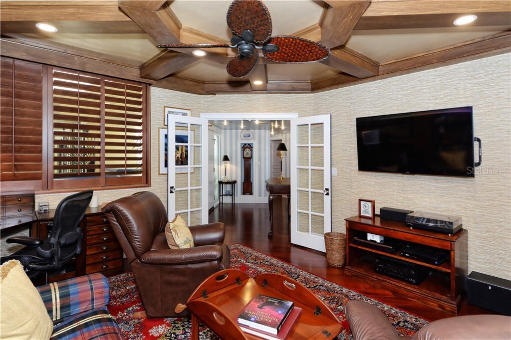 Additional photo for property listing at 2110 Harbourside Dr #525 2110 Harbourside Dr #525 长船礁, 佛罗里达州,34228 美国