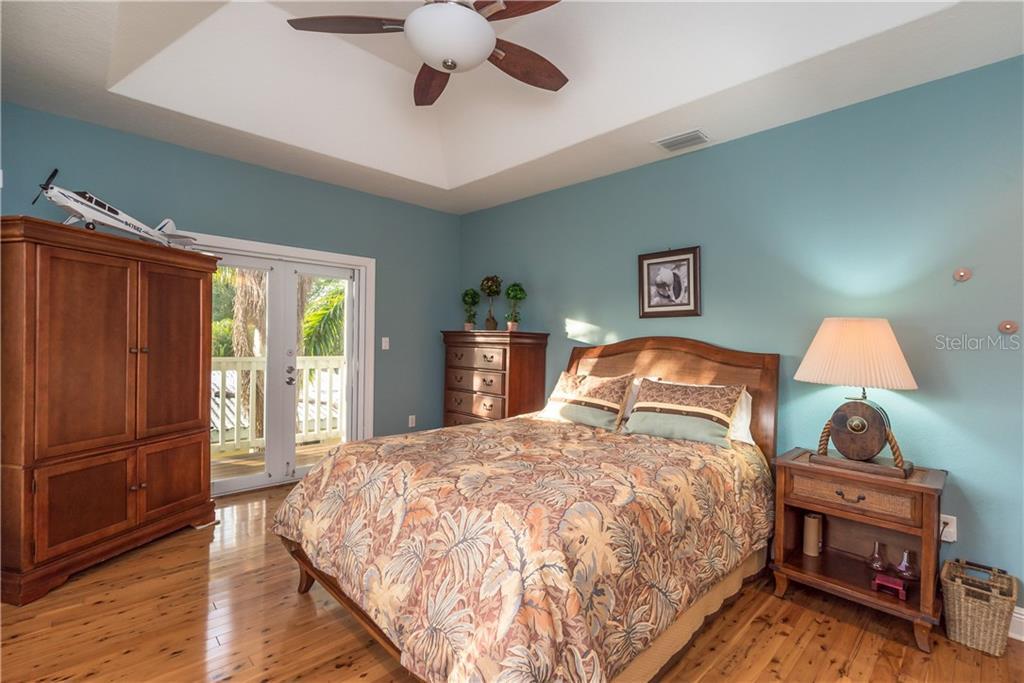 Additional photo for property listing at 2127 Lusitania Dr 2127 Lusitania Dr Sarasota, Florida,34231 United States