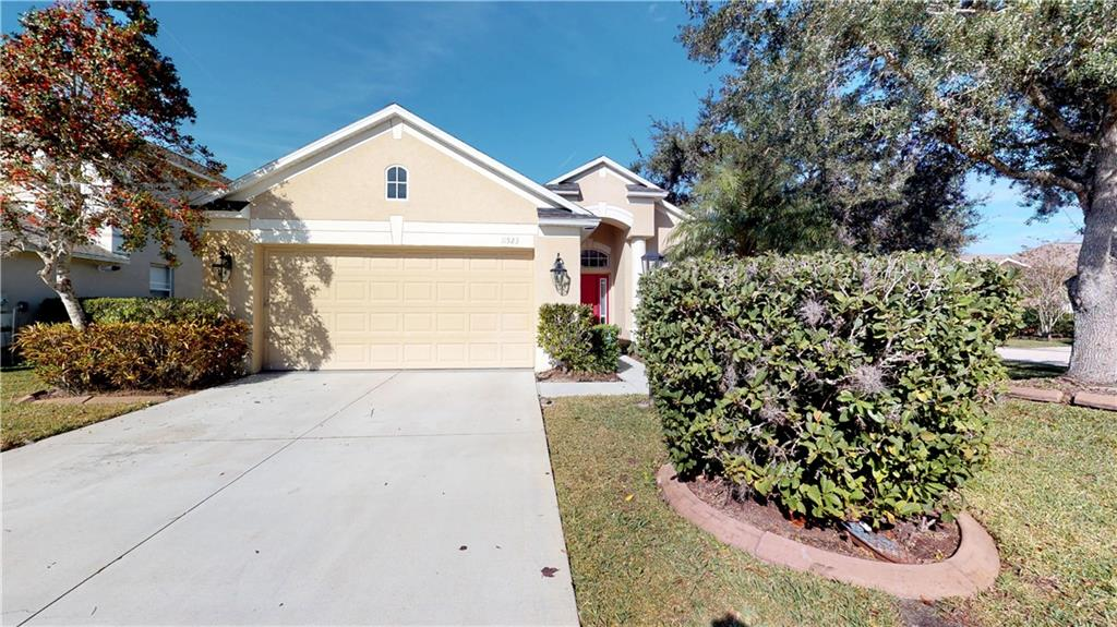 Single Family Home for sale at 11523 Pimpernel Dr, Lakewood Ranch, FL 34202 - MLS Number is A4422429
