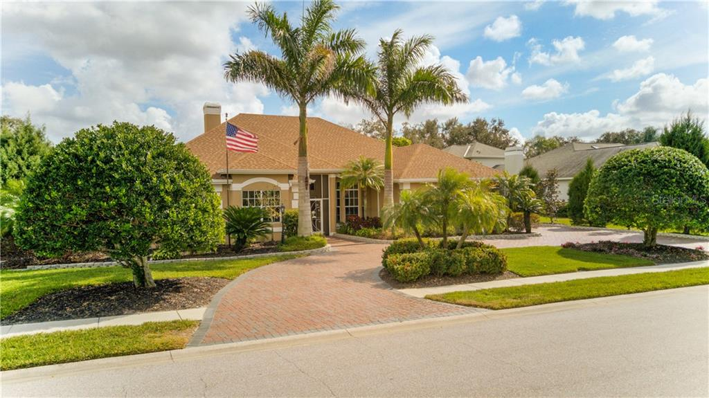 Beautiful circular brick driveway - like pulling into a park! - Single Family Home for sale at 6321 W Glen Abbey Ln E, Bradenton, FL 34202 - MLS Number is A4429610