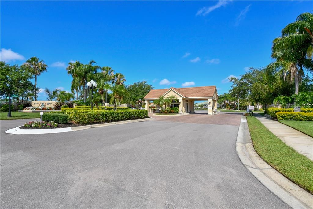 Gated community with owner/public access - Single Family Home for sale at 2745 Harvest Dr, Sarasota, FL 34240 - MLS Number is A4436381