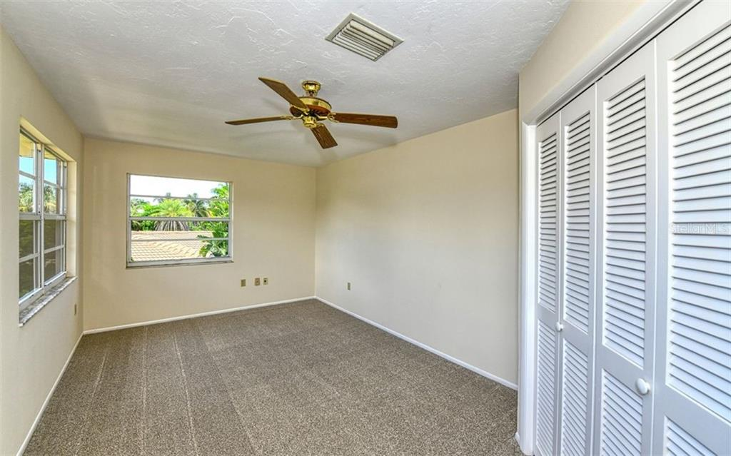 Single Family Home for sale at 1811 Southpointe Dr, Sarasota, FL 34231 - MLS Number is A4444643