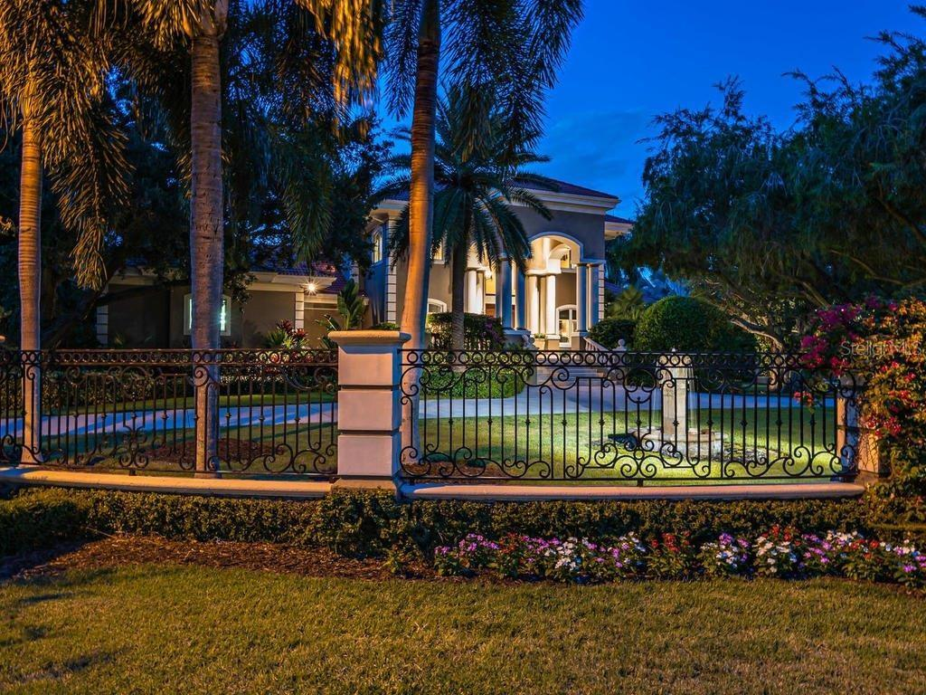 Single Family Home for sale at 1545 Hillview Dr, Sarasota, FL 34239 - MLS Number is A4449105