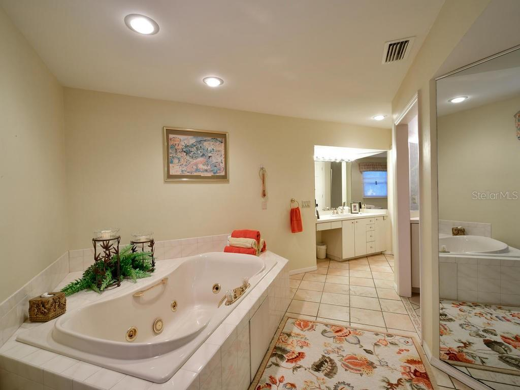 Master Bathroom - Single Family Home for sale at 2008 72nd St Nw, Bradenton, FL 34209 - MLS Number is A4450238