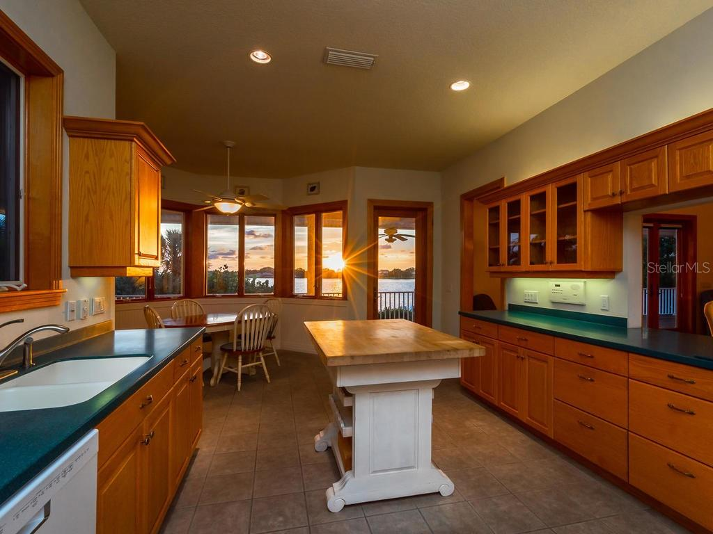 Kitchen with sunset view - Single Family Home for sale at 743 Eagle Point Dr, Venice, FL 34285 - MLS Number is N6101092