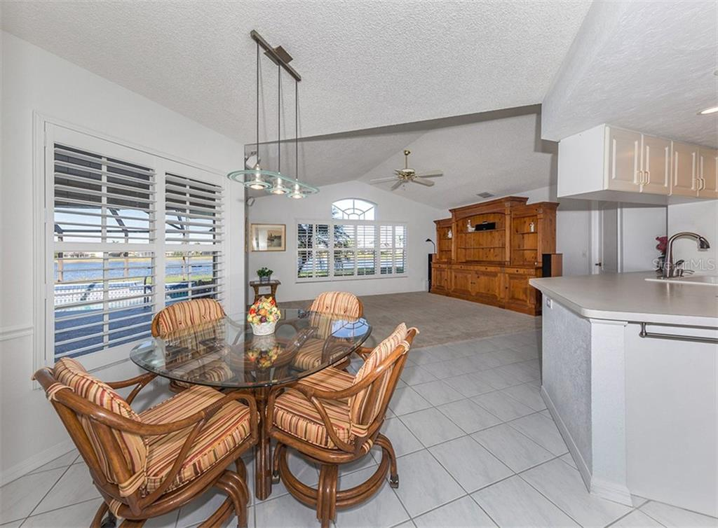 Dinette to family room - Single Family Home for sale at 515 Park Estates Sq, Venice, FL 34293 - MLS Number is N6103193